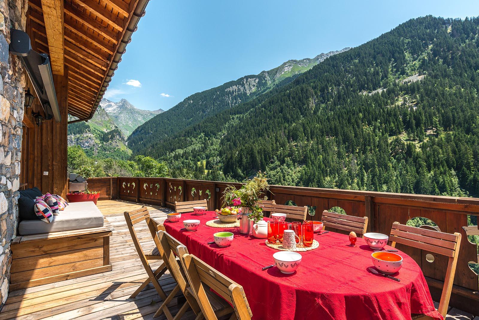 Terrasse Avec Table Du Petit Déjeuner