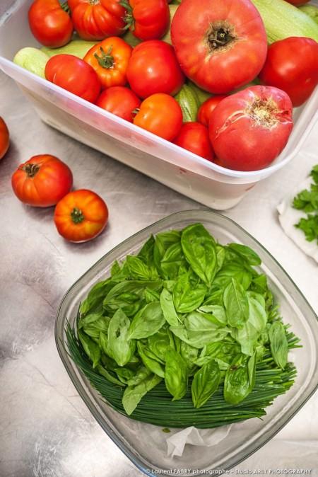 Produits Bruts Herbes Et Tomates, Traiteur Bio