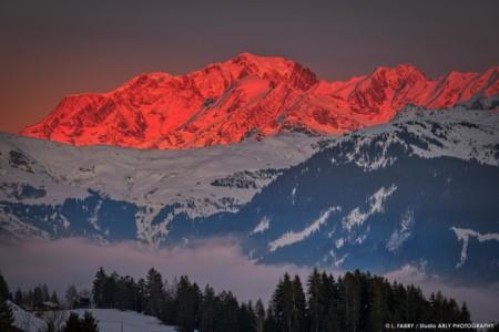 Le Mont Blanc Rougeoyant Au Coucher Du Soleil En Hiver Depuis Le Beaufortain (photographe Paysage Des Alpes)