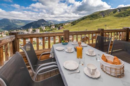 Photographe Location De Vacances En Maurienne : Petit Déjeuner Balcon Avec Vue