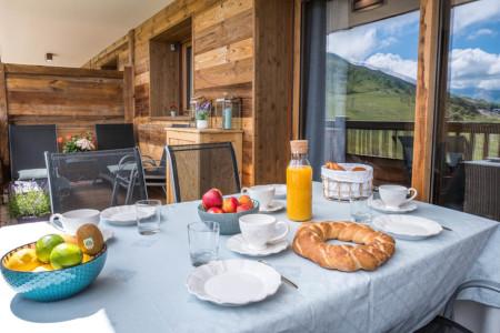Photographe Immobilier La Toussuire : Petit Déjeuner Sur Le Balcon