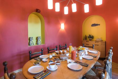 Salle à Manger Dans Le Chalet D'un Hôtel Des 3 Vallées (Savoie)