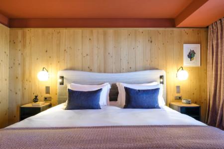 Une Chambre à Coucher Dans Le Chalet D'un Hôtel Des 3 Vallées