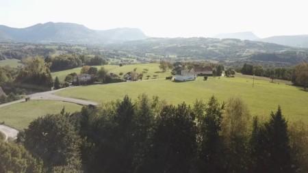 Vue Par Drone De La Campagne Annécienne (capture D'écran De La Vidéo Drone)