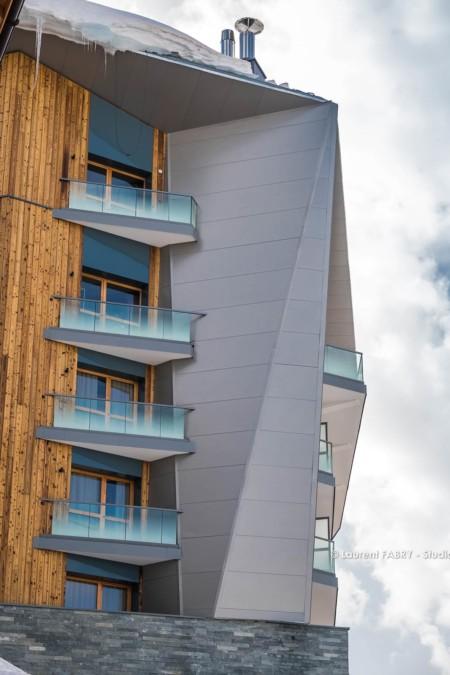 Tignes (73) Architecture Originale Du Diamond Rock, Un Hôtel 5 étoiles