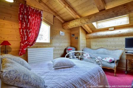 Chalet En Bois Au Grand Bornand : Une Chambre