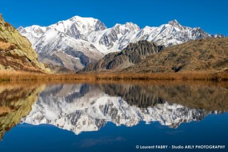 Reflet Du Mont Blanc Dans Un Lac De Montagne