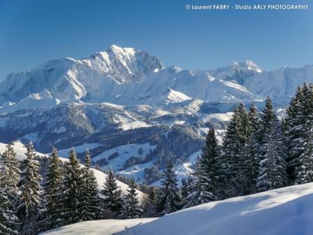 Paysage Ensoleillé Et Enneigé Du Mont Blanc